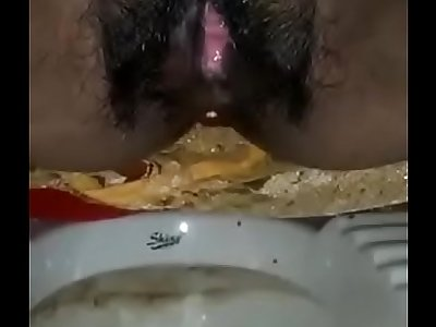 Desi girl pissing in bathroom